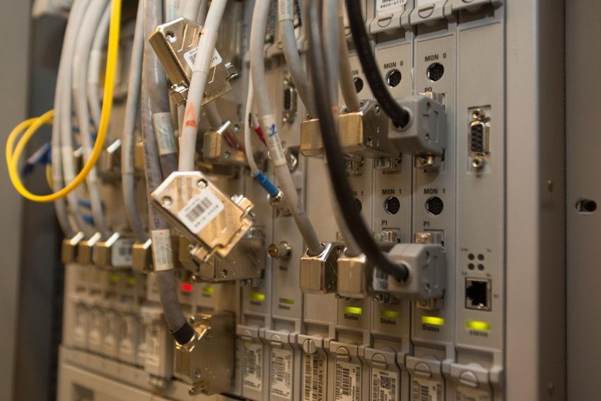 Аппаратный зал (про инфраструктуру спутниковой сети и осциллограф) - 21