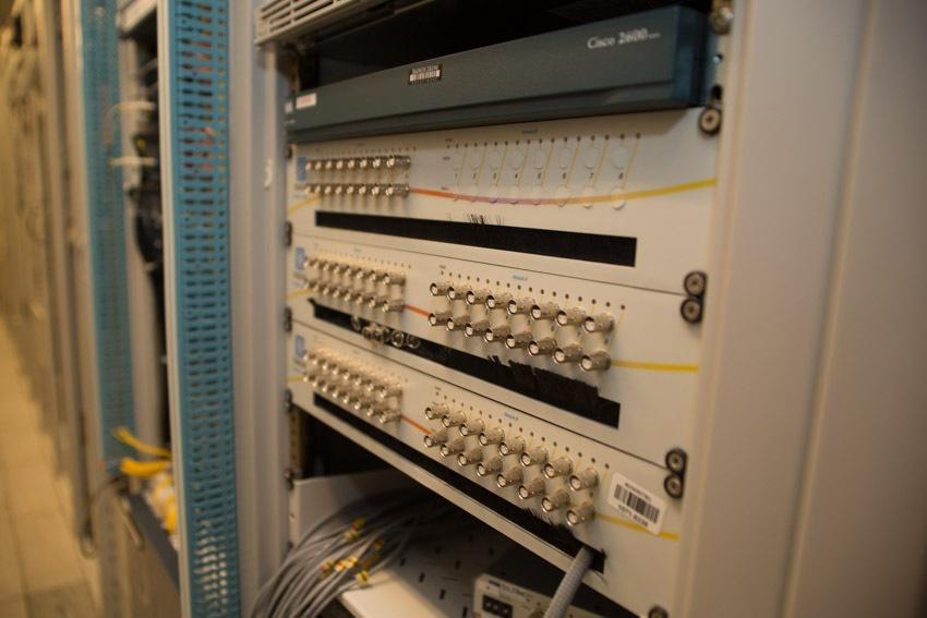 Аппаратный зал (про инфраструктуру спутниковой сети и осциллограф) - 22