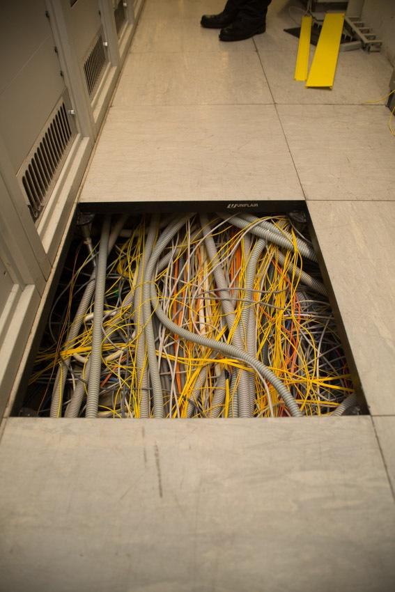 Аппаратный зал (про инфраструктуру спутниковой сети и осциллограф) - 25