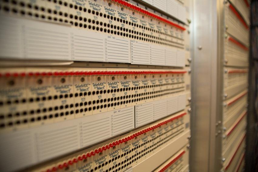 Аппаратный зал (про инфраструктуру спутниковой сети и осциллограф) - 26
