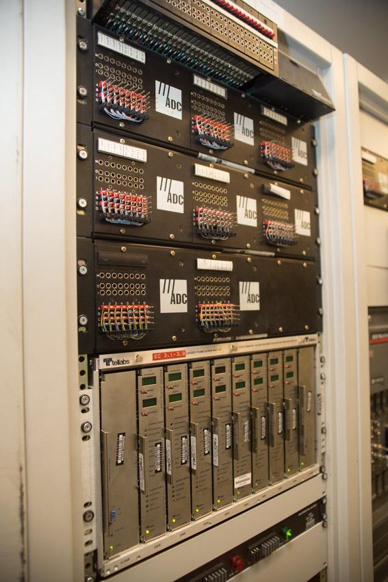 Аппаратный зал (про инфраструктуру спутниковой сети и осциллограф) - 27