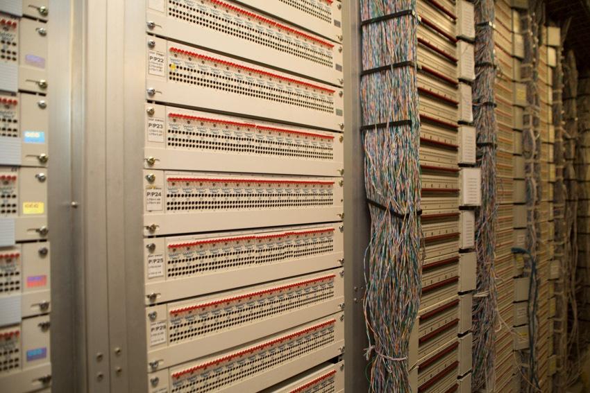 Аппаратный зал (про инфраструктуру спутниковой сети и осциллограф) - 28