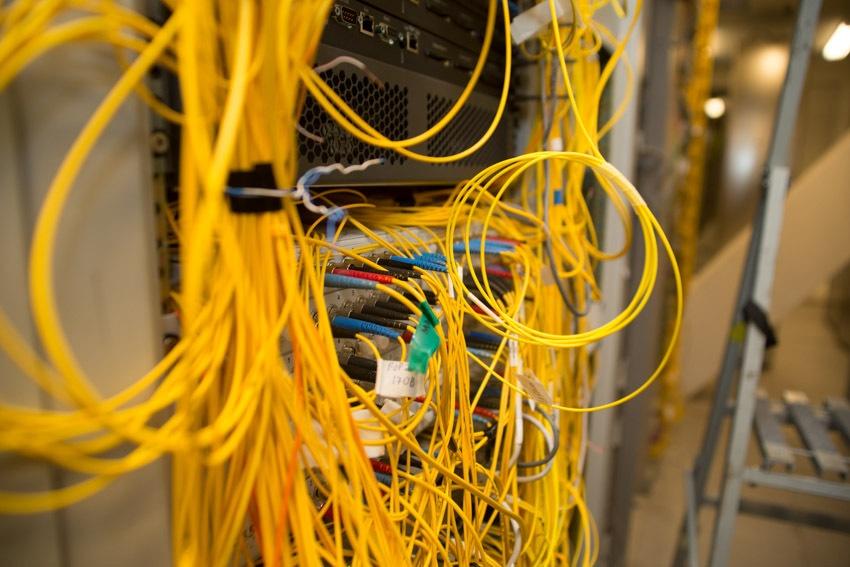 Аппаратный зал (про инфраструктуру спутниковой сети и осциллограф) - 30