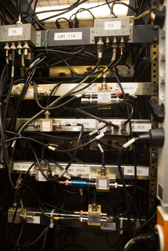 Аппаратный зал (про инфраструктуру спутниковой сети и осциллограф) - 9