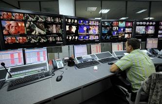 Французский телеканал был взломан после интервью сотрудника на фоне стикеров с паролями - 1