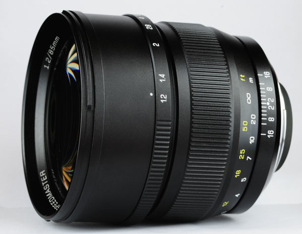 Объектив Mitakon Speedmaster 85mm f/1.2 выпускается в вариантах для камер Canon, Nikon и Sony