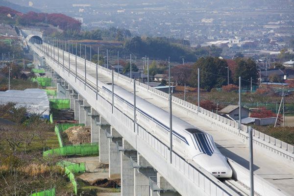 Японский поезд на магнитной подушке установил новый рекорд скорости — 590 км/ч
