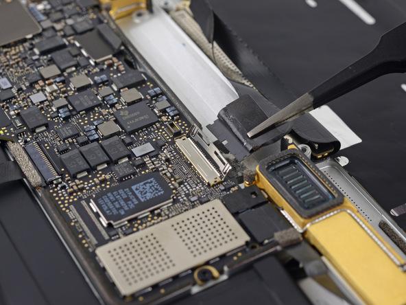 Разборка Retina Macbook 2015 от iFixit: невозможно ни отремонтировать, ни проапгрейдить - 12