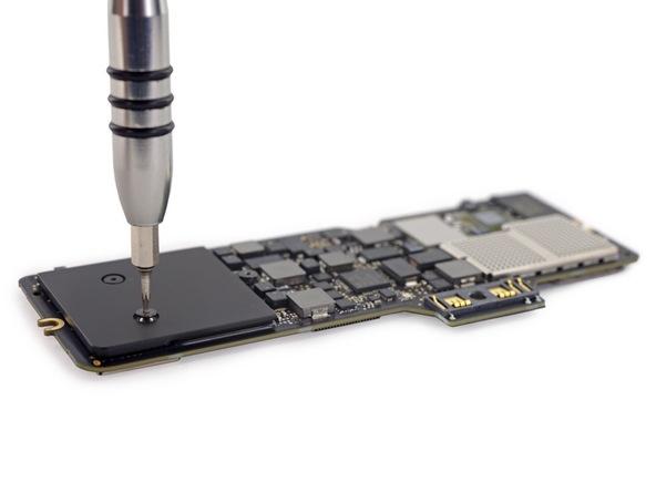 Разборка Retina Macbook 2015 от iFixit: невозможно ни отремонтировать, ни проапгрейдить - 16