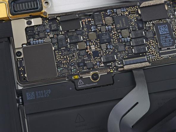 Разборка Retina Macbook 2015 от iFixit: невозможно ни отремонтировать, ни проапгрейдить - 6