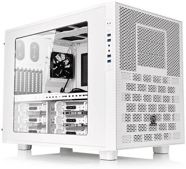 Компьютерный корпус Thermaltake Core X9 Snow Edition окрашен в белый цвет