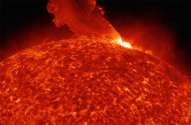 3,5 дня активности Солнца сжали в минутное видео (1080р) - 2