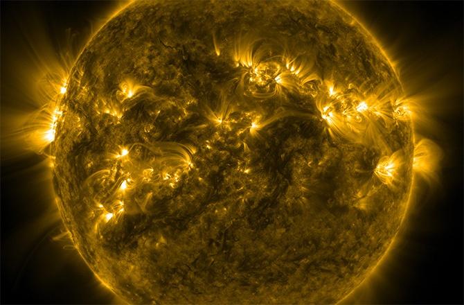 3,5 дня активности Солнца сжали в минутное видео (1080р) - 1