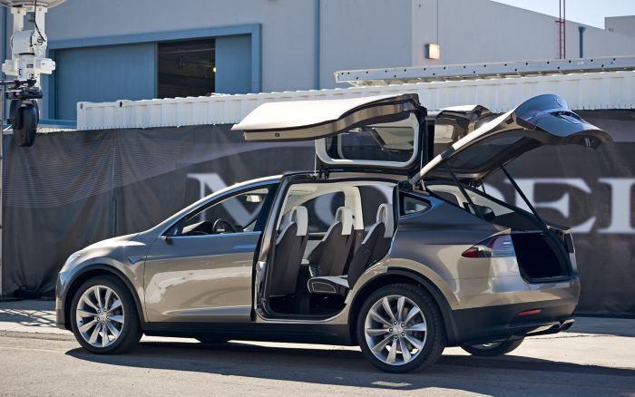 Tesla Model X появится на рынке уже в этом году - 1
