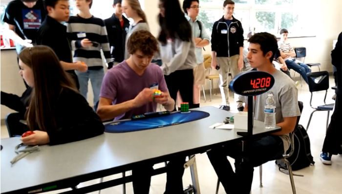 Новый рекорд по сборке Кубика Рубика: всего 5,25 секунды - 1