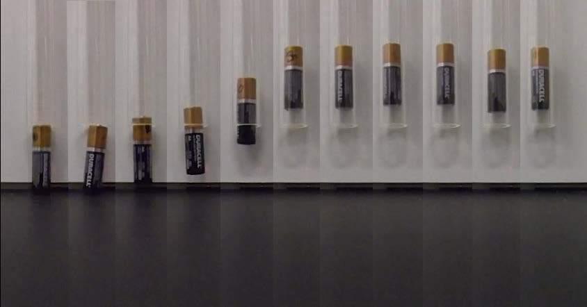 Разряд щелочных батареек или почему батарейка подпрыгивает - 1