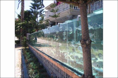 Уникальнейший забор аквариум построили в Турции