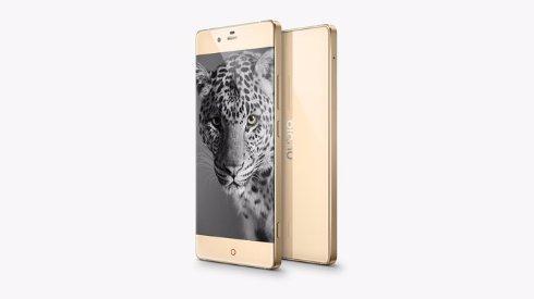 ZTE представила «безрамочный» смартфон Nubia Z9