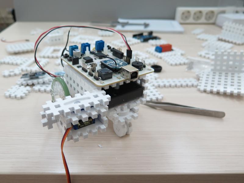 Как мы придумывали конструктор для детской робототехники. #1 - 1
