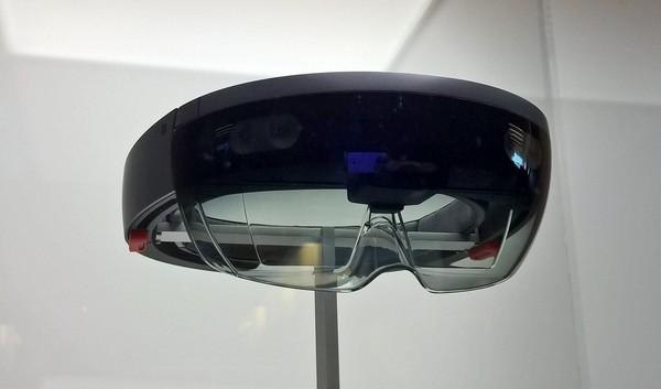 Samsung Microsoft HoloLens