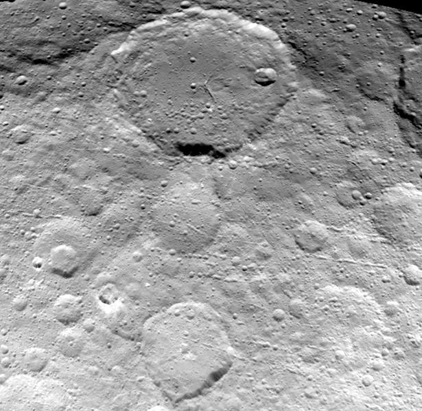 Зонд Dawn прислал новые фотографии Цереры - 2