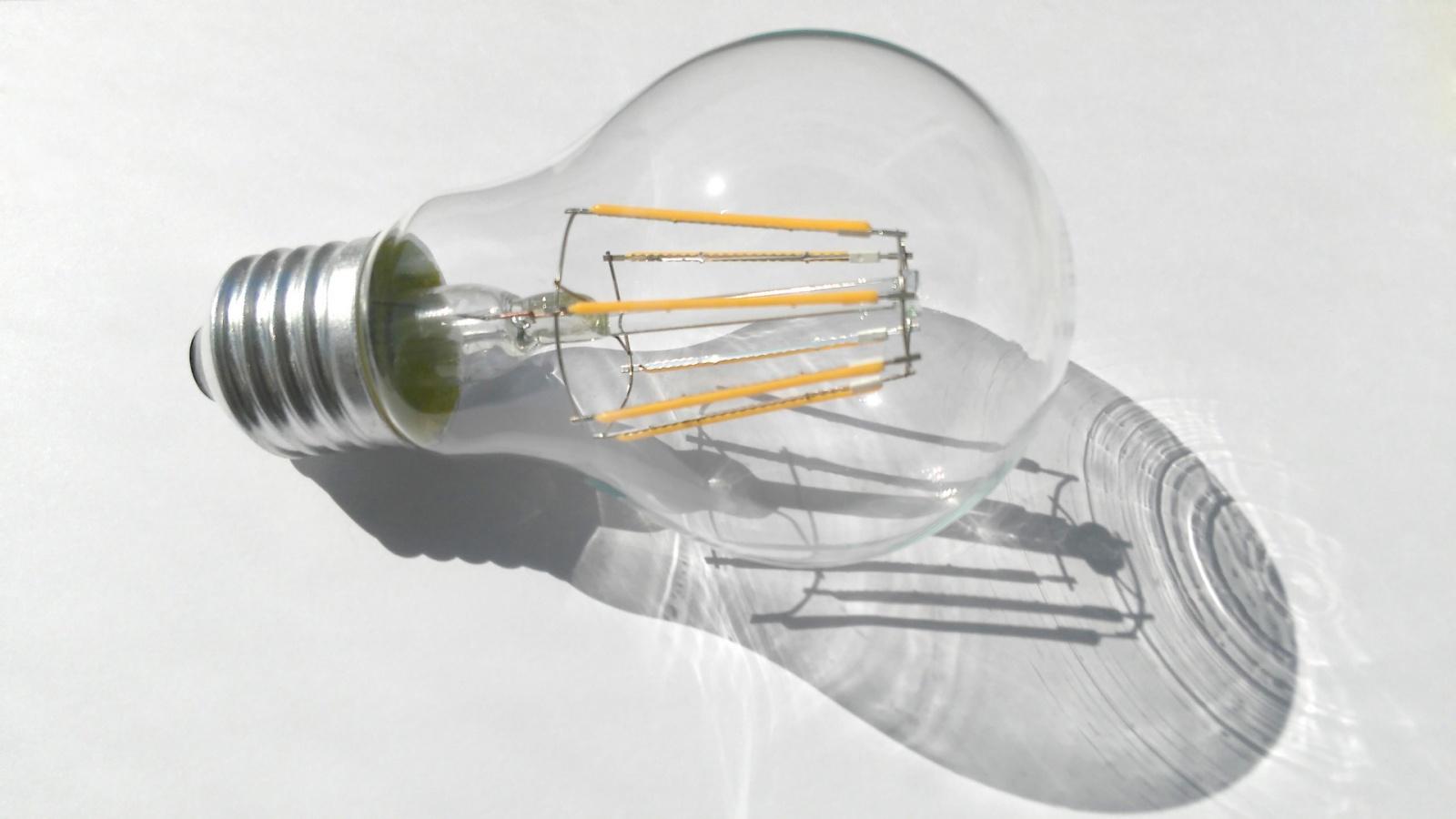 Как сравнить светодиодную лампу и лампу накаливания - 1