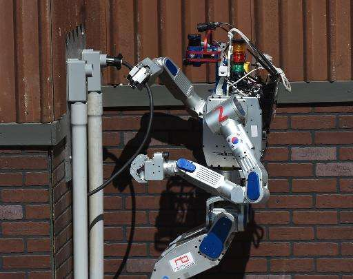 Робот-гуманоид DRC-Hubo победил на соревнованиях DARPA Robotics Challenge - 1