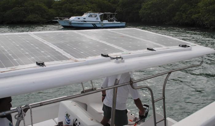 Вьетнамские фермеры сделали лодку на солнечных батареях - 3