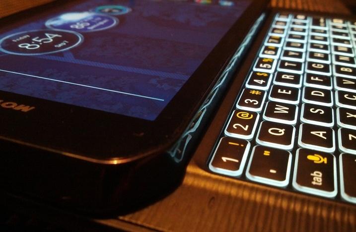 Последние из могикан: QWERTY-смартфоны с Android 2012 — 2015 годов - 1