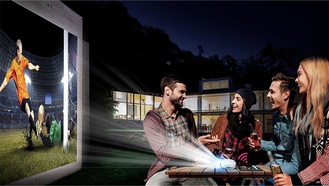 LG представила проектор Minibeam Nano габаритами 108 х 103 х 44 мм - 1