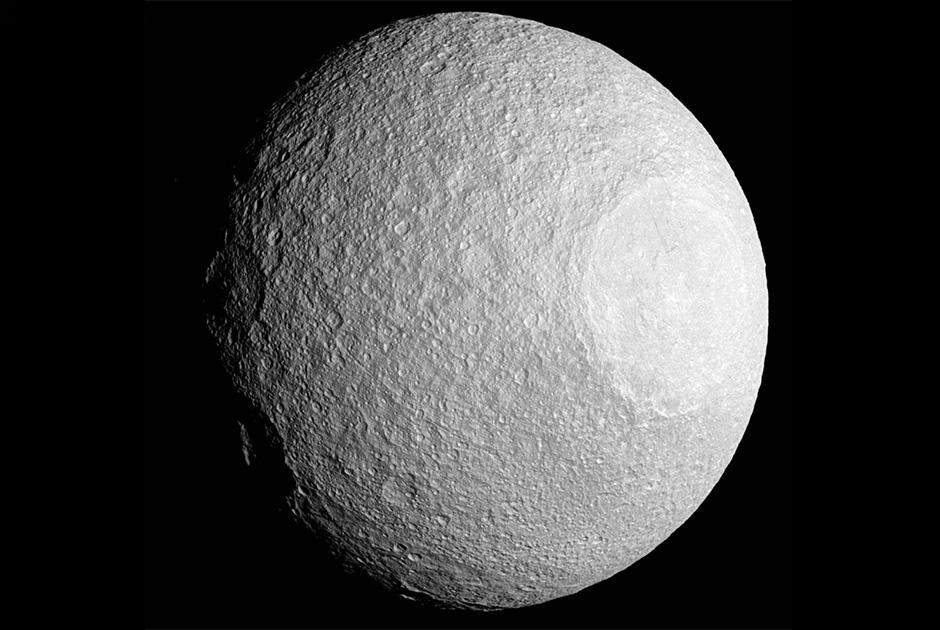 Cassini сфотографировал три спутника Сатурна одновременно - 4