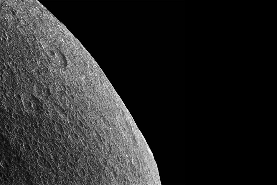 Cassini сфотографировал три спутника Сатурна одновременно - 5