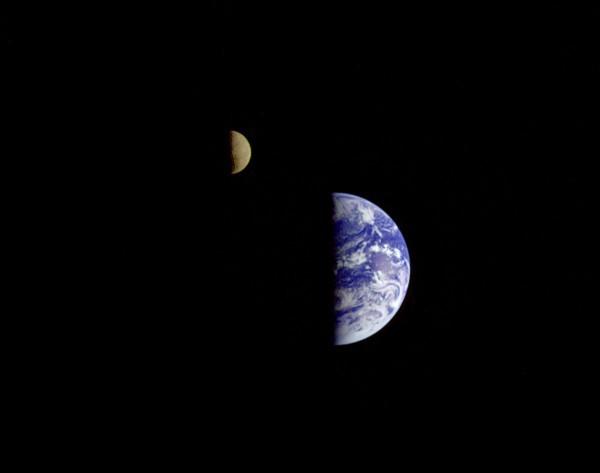 Комбинация типа Земля-Луна действительно является очень редкой - 1