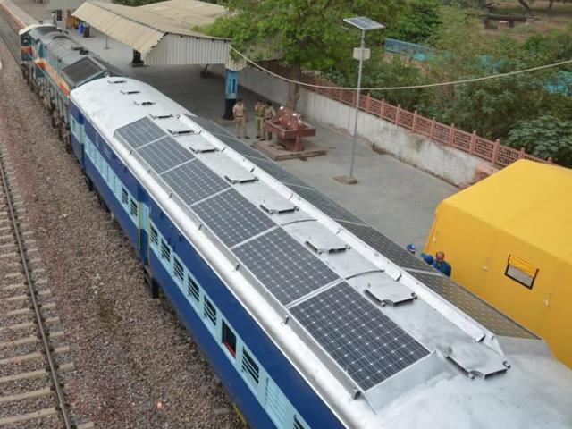 Индия запустила пробный поезд, использующий солнечную энергию - 1