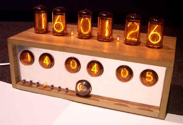 Теплые ламповые часики для гиков на любой вкус - 1