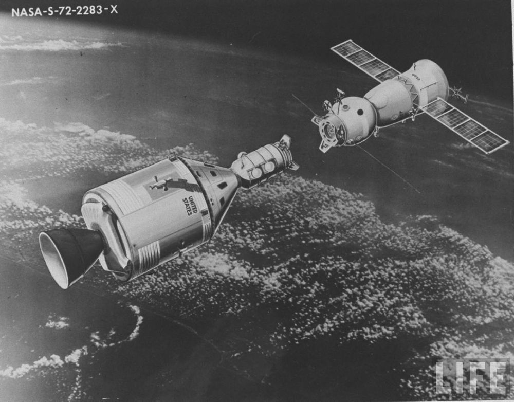 40 лет со дня первой стыковки Союза и Аполлона - 5