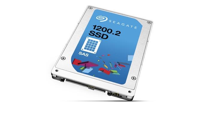 Накопители Seagate 1200.2 SAS SSD могут развивать скорость чтения до 1800 МБ/с