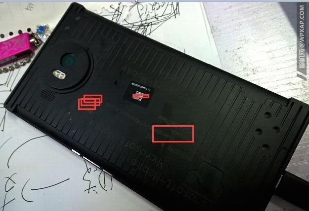 В Сети появились фотографии смартфона Microsoft Lumia 950 XL