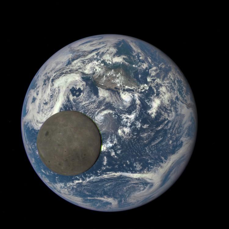 Аппарат DSCOVR снял Луну, проходящую на фоне Земли - 2