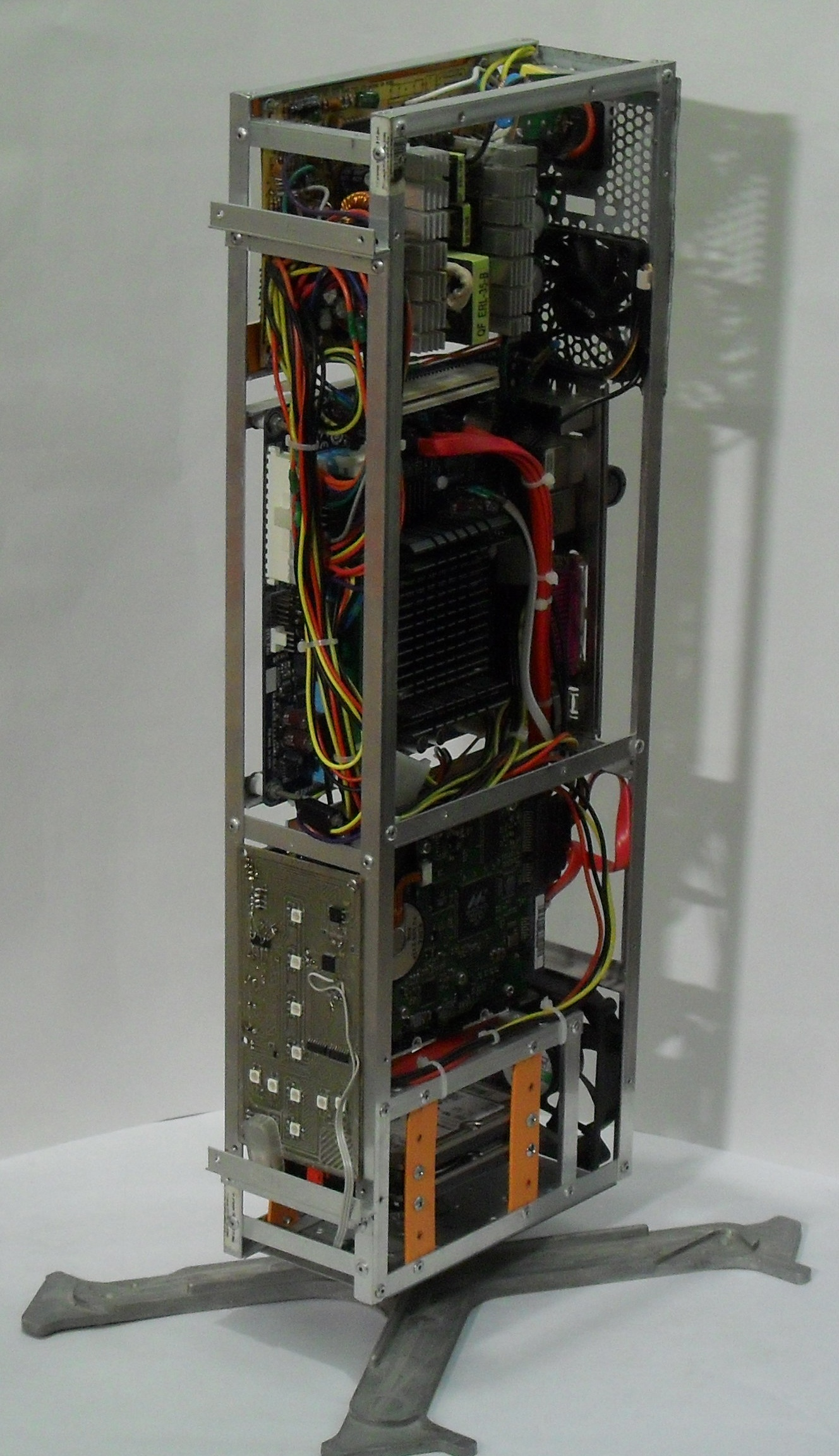 Еще один сервер из подручных средств с претензией на красоту - 35