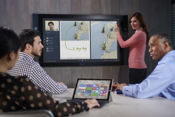 Вряд ли клиенты, которые оформили предварительный заказ, подозревали, что они получат Surface Hub на полгода позже изначально объявленной даты