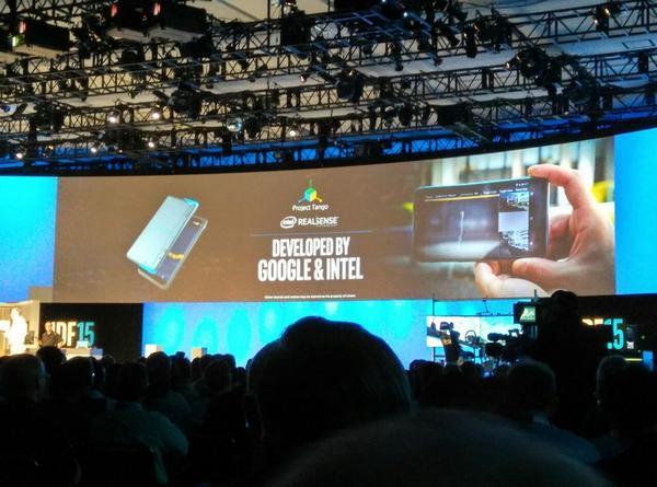 Продемонстрированный набор для разработчиков выглядит как 6-дюймовый планшетофон с обилием камер на задней панели