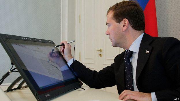 Госдума просит Медведева запретить Windows 10 - 1