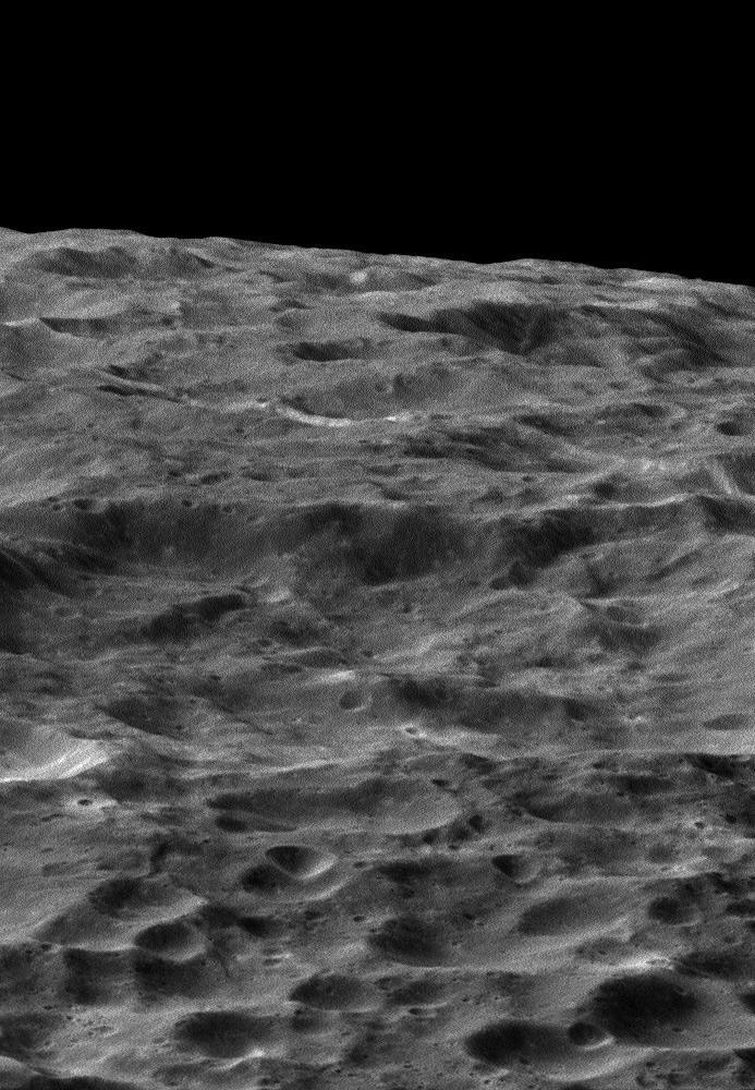 Станция Cassini передала качественные снимки спутника Сатурна Дионы - 2