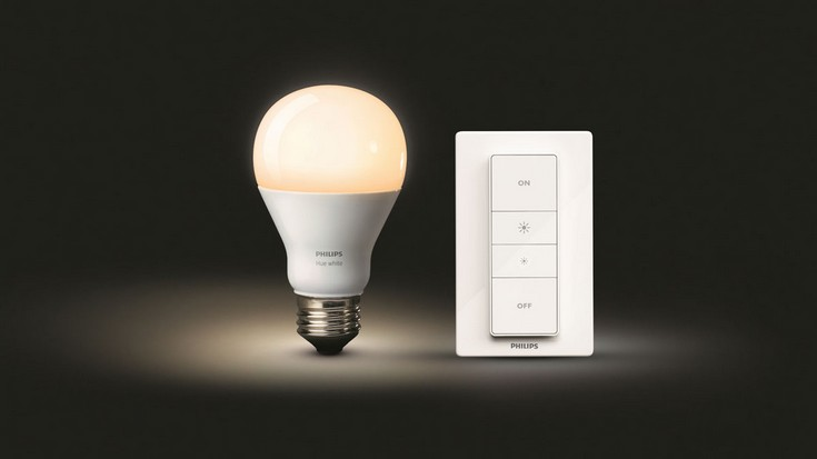 Комплект Philips Hue Wireless Dimming Kit состоит из лампы белого цвета и модуля управления