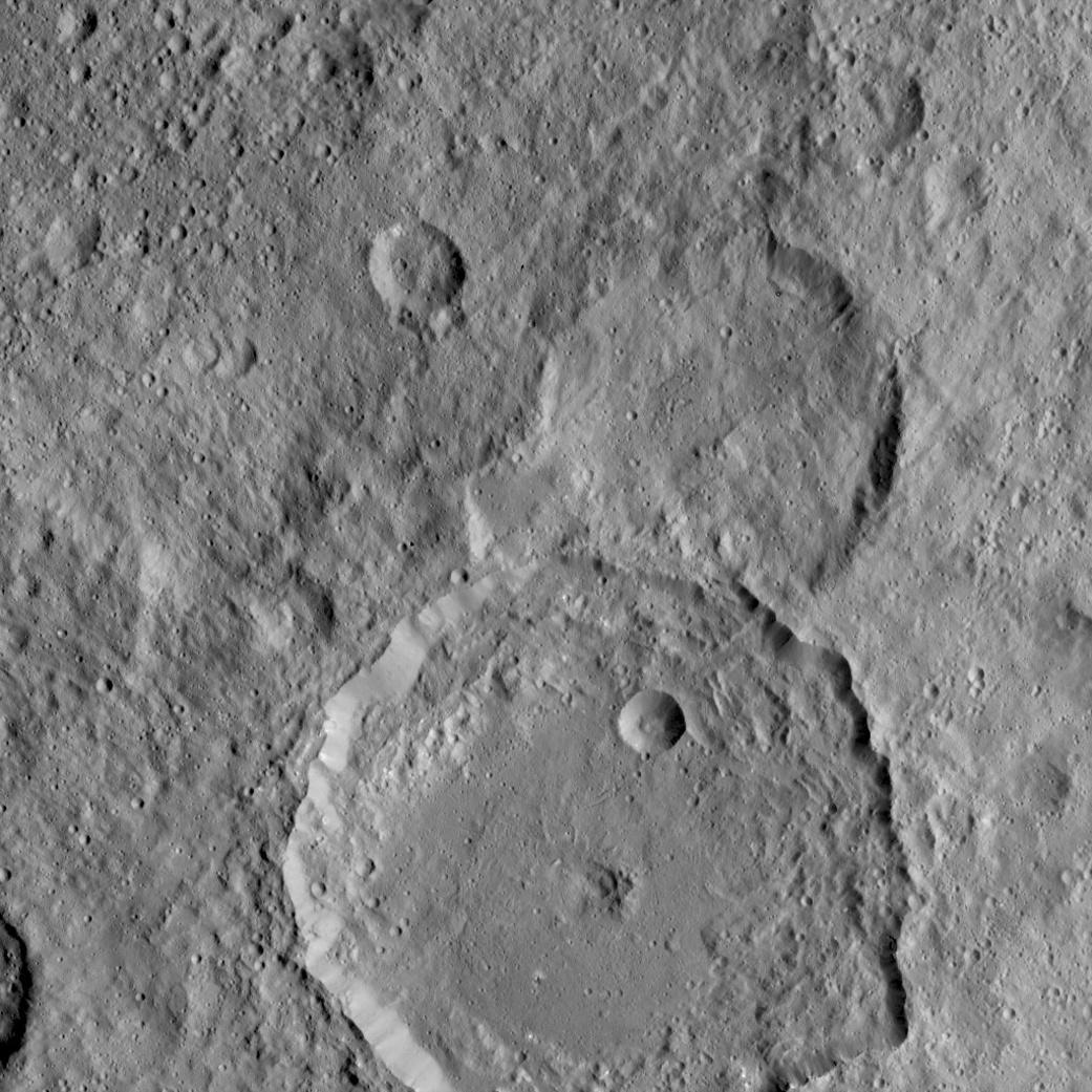 Зонд Dawn прислал снимки Цереры в максимальном разрешении - 3