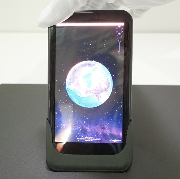 Смартфон оснащен дисплеем AMOLED диагональю 5