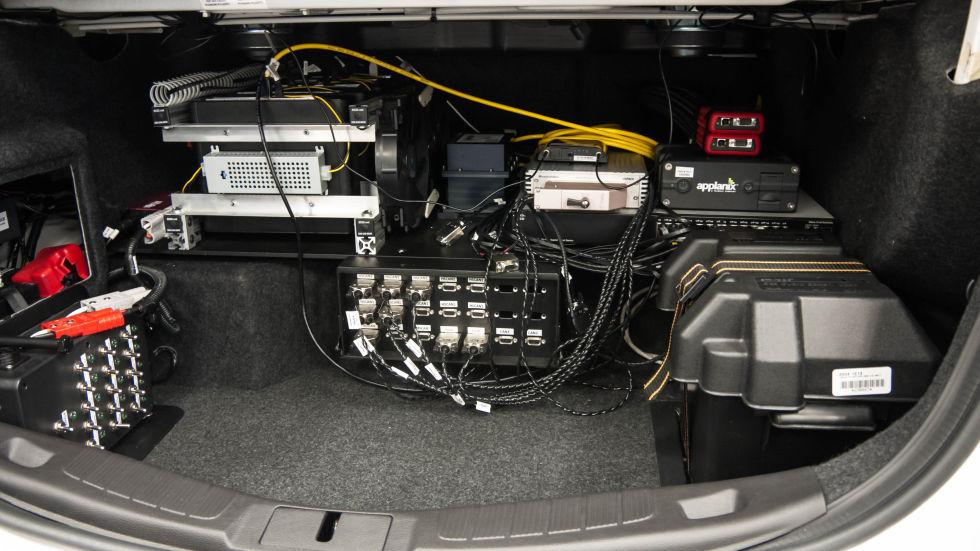 Лицом к лицу самоуправляемым автомобилем Fusion Hybrid от Ford - 4