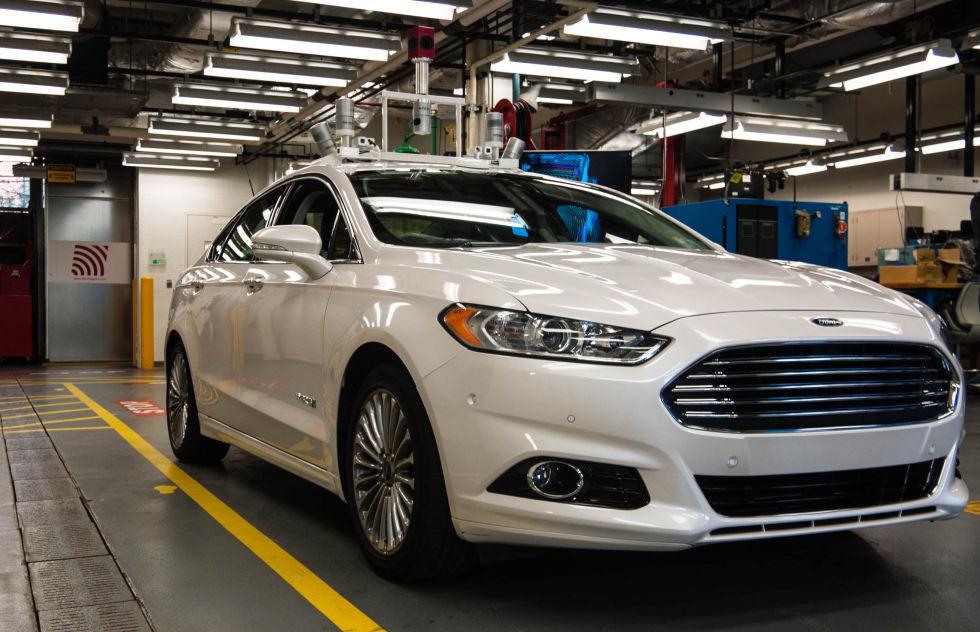 Лицом к лицу самоуправляемым автомобилем Fusion Hybrid от Ford - 1