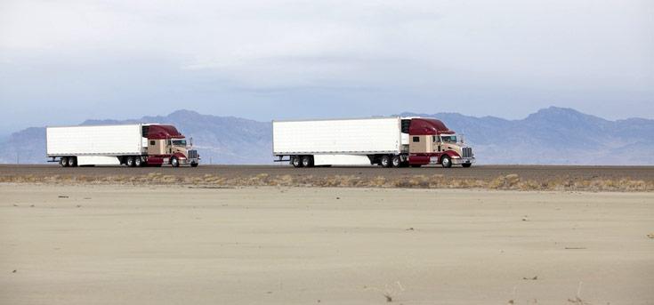 Технология Truck Platooning построена на возможности синхронизировать управление машинами в колонне
